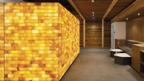 spa-salle de-repos-avec-mur-de-sel-hydralis